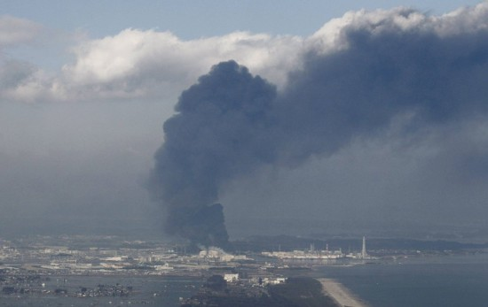http://gakuranman.com/eng/wp-content/uploads/2011/03/fukushima-nuclear-plant-explosion-550x347.jpg